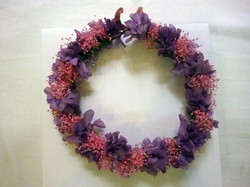 corona de flor preservada en tonos malvas